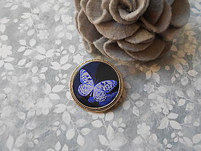 Odznaky/Brošne - Brošňa s fialovým motýlikom - 10655649_