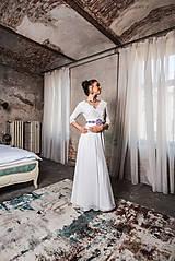 Šaty - Svadobné šaty z francúszkej krajky lemované portou v ľudovom štýle - 10654490_