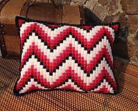Úžitkový textil - Vyšívaný vankúš Red - 10654311_