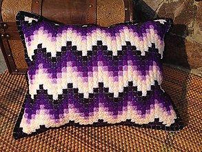 Úžitkový textil - Vyšívaný vankúš Purple - 10654305_