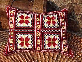 Úžitkový textil - Vyšívaný vankúš Hviezdy - 10654614_