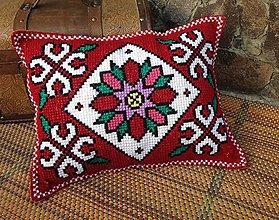 Úžitkový textil - Vyšívaný vankúš Kvet - 10654643_