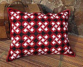 Úžitkový textil - Vyšívaný vankúš Love - 10654647_