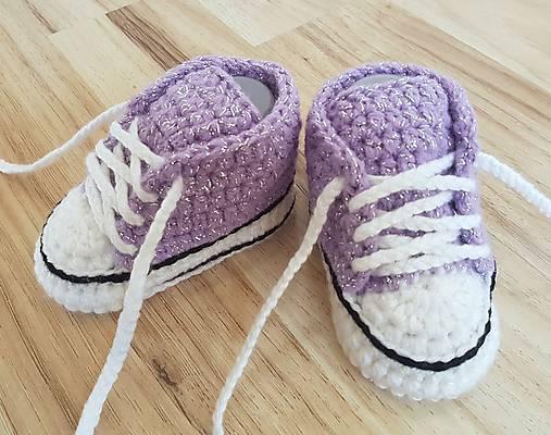 Lesklé fialové tenisky