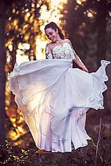 Šaty - Vyšívaný top s hodvábnou sukňou - 10656425_