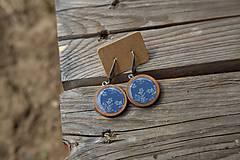 Náušnice - Naušnice Drevené Visiace Modré s motívom byliniek - 10656383_