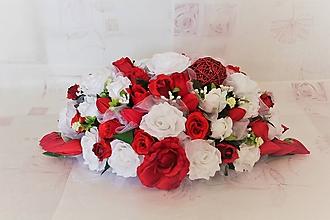 Kytice pre nevestu - Svadobná výzdoba na hlavný stôl