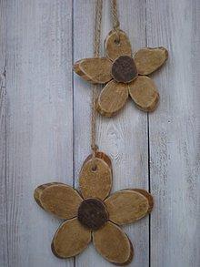 Dekorácie - Drevené kvetinky - 10657170_