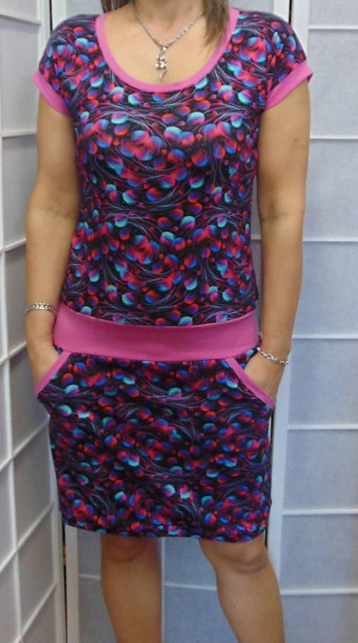 b7e6fb3f7018 Šaty barevná peříčka XS - XXXL   INDIVIDUALITKY - SAShE.sk ...