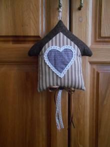 Dekorácie - Hnedý domček na zavesenie - 10657332_