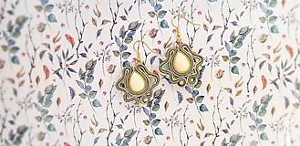 Náušnice - zeleno smotanové náušnice - 10659678_