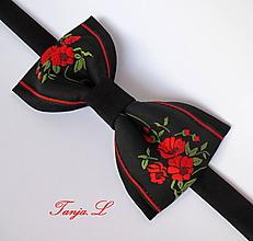 Doplnky - čierno červený pánsky motýlik FOLK (2.) - 10658031_