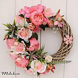 Dekorácie - Romantický ružový veniec - 10659576_