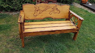 Nábytok - Drevená lavička koníky a kolesa - 10658292_