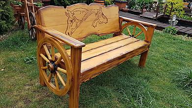 Nábytok - Drevená lavička koníky a kolesa - 10658294_