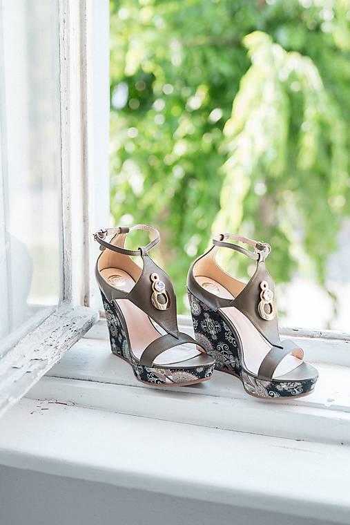 Kožené hnedé khaki sandále na platforme