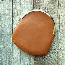 Peňaženky - Kožená peněženka s kovovým rámečkem - 10658439_