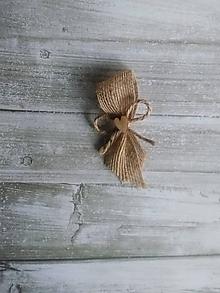 Pierka - vintage pierko z jutoviny s dreveným srdiečkom (jutové pierka s dreveným srdiečkom-bez bieleho okraja) - 10663135_