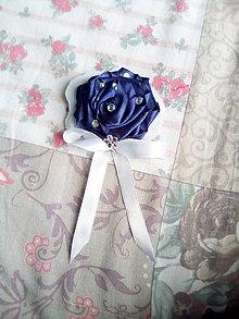 Odznaky/Brošne - Brošňa ruža na obláčiku - 10662225_