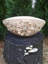 Nádoby - Keramický oválny kvetináč s kvietkom. - 10664109_
