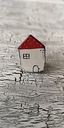 Odznaky/Brošne - maľovaný bodko domček - brošňa (červený) - 10660712_