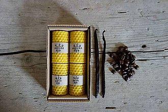 Svietidlá a sviečky - darčekové balenie sviečok z včelieho vosku- VANILKA+KÁVA - 10664898_