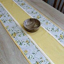 Úžitkový textil - IVETA žlté ťahavé ruže - stredový obrus 110x40 - 10664496_
