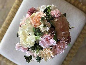 Dekorácie - Kvetinova dekoracia na stol - 10667271_