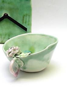Nádoby - šálka s ružičkou pastelovo zelená - 10665230_