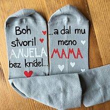 """Obuv - Maľované ponožky s nápisom: """"Boh stvoril ANJELA bez krídel a dal mu meno MAMA"""" (svetlosivé) - 10664992_"""
