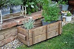 Nábytok - Stará drevená debnička s kolieskami - 10667022_
