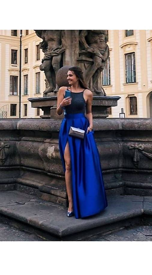 Spoločenská sukňa s rozparkom a vreckami