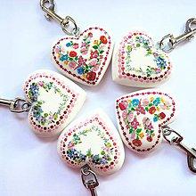 Iné šperky - Drevený prívesok na kabelku Folk, letná lúka - 10671051_
