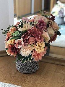 Dekorácie - Kvetinova dekoracia na stol - 10670561_