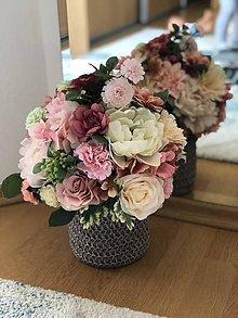 Dekorácie - Kvetinova dekoracia na stol - 10670576_