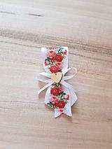 Pierka - svadobné pierko pre hostí ružičkové s dreveným srdiečkom - 10671718_