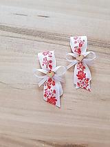 Pierka - svadobné pierko pre hostí s červenými ružami a  dreveným srdiečkom - 10671728_