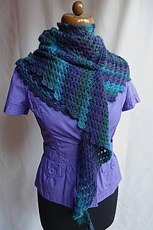 Šatky - Háčkovaná asymetrická fialovo-zelená trojuholníková šatka - baktuska - 10672712_