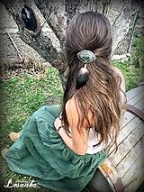 Ozdoby do vlasov - ♥ Vlasový amulet s labradoritom a pierkami ♥ - 10675695_