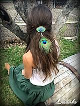 Ozdoby do vlasov - ♥ Vlasový amulet s labradoritom a pávim pierkom ♥ - 10675721_