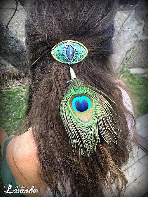 ♥ Vlasový amulet s labradoritom a pávim pierkom ♥