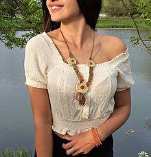 Náhrdelníky - Kožený náhrdelník, oranžové a zelené korálky, šperky v africkom štýle - 10674619_