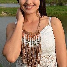 Náhrdelníky - Strapcový kožený náhrdelník s oranžovými a zelenými korálkami - 10674984_