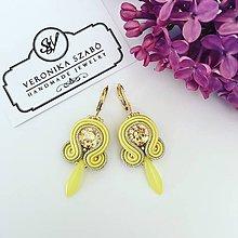 Náušnice - Ručne šité šujtášové náušnice / Soutache earrings - Swarovski®️crystals (Lora - žltá/zlatá - mini) - 10675059_