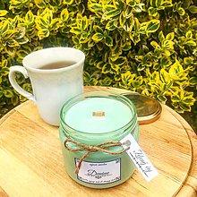 Svietidlá a sviečky - Sójová sviečka s dreveným knôtom s vôňou zeleného čaju - 10676726_
