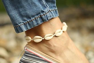 Náramky - Náramok na nohu z mušlí natural - 10674312_