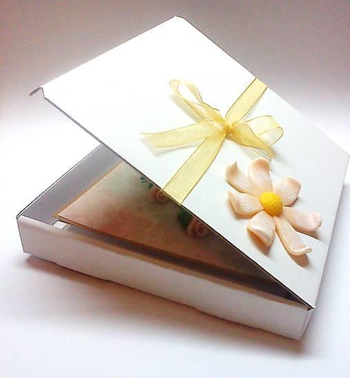 Ruže svadobné ... (pohľadnica s krabičkou)