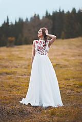 Šaty - Svadobné šaty s červenou výšivkou II. - 10678730_