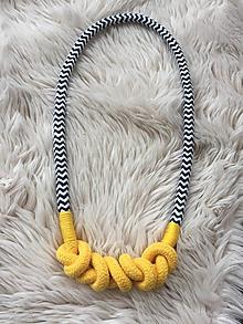 Náhrdelníky - Žluté uzlíky a tmavěmodrá - 10679285_