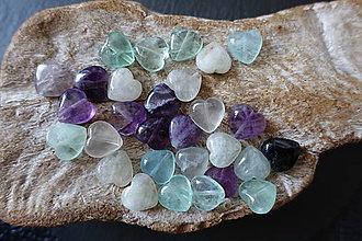 Minerály - Fluorit srdiečko (13x13x5mm) - 10677131_